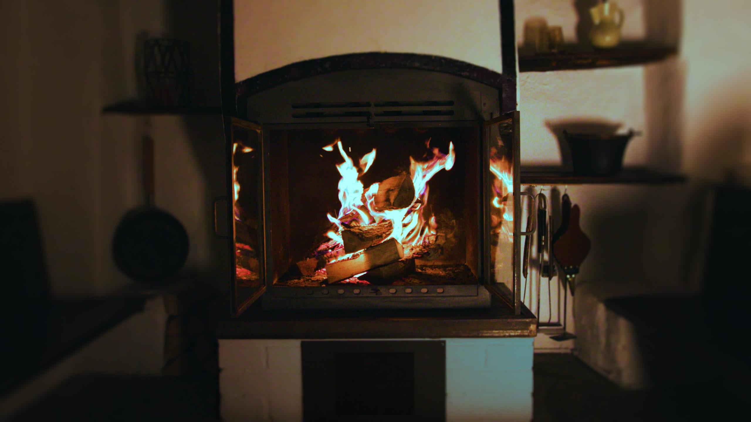 gemütliches Feuer am Abend